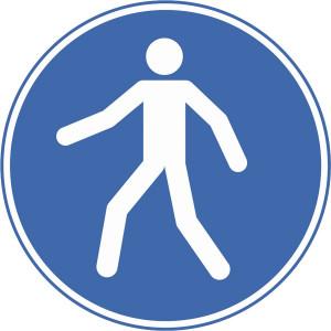 Fußgängerweg benutzen